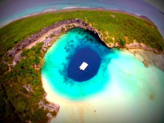 dean's blue hole on long island bahamas